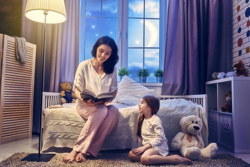 Dongeng Sebelum Tidur Tingkatkan Kreativitas Anak