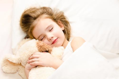 Apakah tidur siang penting bagi Si Kecil?