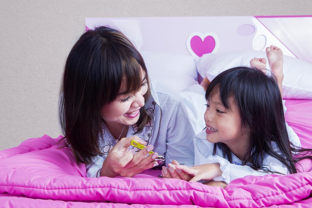 Cara Aman Memotong Kuku Anak